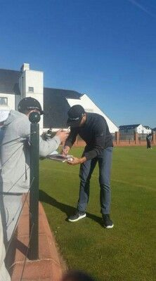Jamie signing autographs for his fans today at DunhillLinks. What a great person!!!