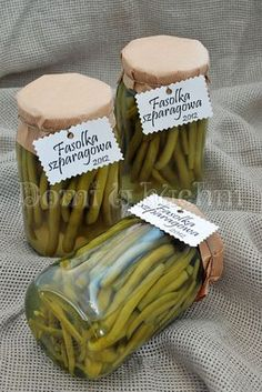 Fasolka szparagowa w słoikach Christmas Food Gifts, Polish Recipes, Canning Recipes, Food Design, Pickles, Stuffed Mushrooms, Food And Drink, Vegetables, Cooking