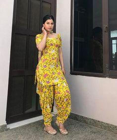 Dress Indian Style, Indian Dresses, Indian Outfits, Punjabi Fashion, Indian Fashion, Punjabi Salwar Suits, Patiala Salwar, Patiyala Dress, Patiala Suit Designs