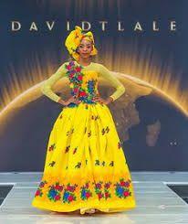 Elegant Tsonga Traditional Dresses For Wedding Party - Fashion Tsonga Traditional Dresses, Traditional Dresses Designs, African Traditional Wedding Dress, Traditional Wedding Attire, Traditional Outfits, South African Fashion, African Fashion Ankara, African Fashion Designers, African Print Dresses