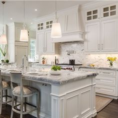 Gorgeous and classic backsplash! From @artistic_tile... - Interior Design Ideas, Interior Decor and Designs, Home Design Inspiration, Room Design Ideas, Interior Decorating, Furniture And Accessories