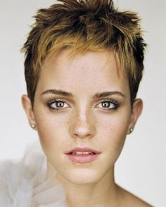 From Hermione's curly mane to that striking post-Potter pixie cut: Emma Watson is a hair hero. Having grown up in the spotlight, Emma Watson has had her hair. Martin Schoeller, Short Pixie Haircuts, Pixie Hairstyles, Hairstyles 2016, Long Haircuts, Medium Hairstyles, Latest Hairstyles, Celebrity Hairstyles, Pixie Haircut 2014