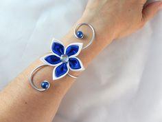 """""""Vic""""- Bracelet fleur blanc et bleu roi mariage : Bracelet par creation-ninie"""