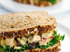 7 συνταγές για σάντουιτς για το κολατσιό στο σχολείο | Infokids.gr Yogurt Curry Chicken, Chicken Curry Salad, Salad Sandwich, Sandwich Recipes, Party Finger Foods, Healthy Protein, How To Cook Chicken, Salmon Burgers, Sandwiches