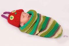 Deutschsprachige Anleitung für die kleine Raupe Nimmersatt. Neugeborenenset für Neugeborenenshooting. Häkelanleitung zum Download