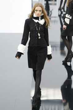 Chanel Fall 2009 Ready-to-Wear - Collection - Gallery - Style.com