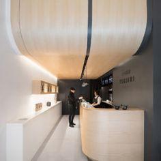Tsujiri Japanese Tea Bar in London by MIMStudios - Design Milk Bar Design Awards, Design Commercial, Commercial Interiors, Retail Interior, Cafe Interior, Lobby Interior, Design Bar Restaurant, Plafond Design, Deco Design