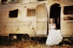 I'm loving the new Airstream wedding photos that are popping up
