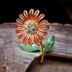 Sunflower Brooch to compliment every occasion  #craft365.com