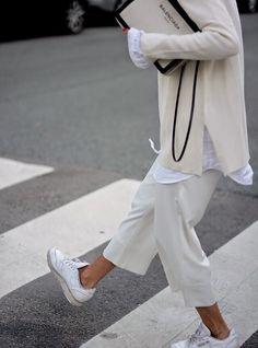 The Classy Issue Minimal Fashion, White Fashion, Look Fashion, Street Fashion, Womens Fashion, Fashion Trends, Minimal Chic, Latest Fashion, Spring Fashion