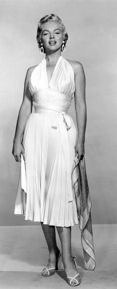 """Marilyn in the famous subway dress """"The Seven Year Itch"""" - photo taken 1954."""