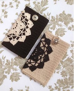 Black / beige crochet smart phone cover by Anabelia - great idea. Crochet doily in solid color and crochet case in contrast. Crochet Phone Cover, Crochet Pouch, Crochet Purses, Crochet Gifts, Love Crochet, Diy Crochet, Crochet Mobile, Crochet Accessories, Yarn Crafts