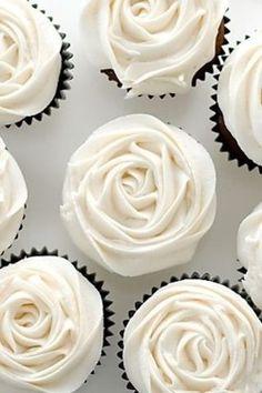 white rose cupcakes!