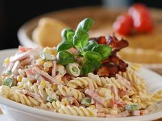 Kremet pastasalat | Godt.no Pork Recipes, Pasta Recipes, Dinner Recipes, Healthy Dinners For Kids, Healthy Breakfast On The Go, Wrap Sandwiches, What To Cook, Healthy Salads, Food Videos