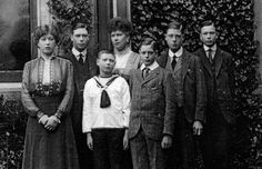 British Royalty:  Queen Mary with her six children: Mary, Albert, John, George, Edward, and Henry.