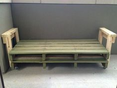 Another idea for that twin bed I'm wanting. Daybed just might be the way to go. Very Easy DIY Pallet Couch - and then just use a twin size mattress! SO SMART! Diy Pallet Couch, Diy Couch, Pallet Furniture, Furniture Plans, Diy Twin Mattress Couch, Pallet Chair, Twin Bed Couch, Pallet Benches, Pallet House