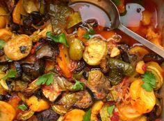 briam greek baked zucchini and potatoes Briam, Bake Zucchini, Veggie Dishes, Greek Recipes, Food And Drink, Potatoes, Tasty, Stuffed Peppers, Vegetarian Food