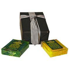 Daddy Cool, un regalo para padres molones y hombres merecedores de dos jabones naturales. Incluye un jabón cítrico y otro boscoso. http://www.baracosmetics.es/oscommerce/product_info.php?products_id=783