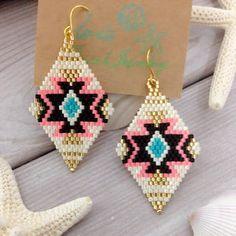 ネイティブ柄ビーズピアス ピンクの通販 by Irie♡Beachjewelry|フリル