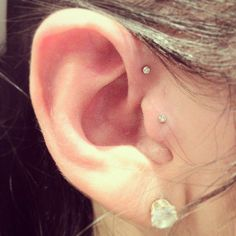 forward helix piercing... I like :)