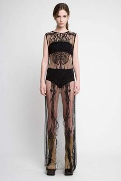 100 Glamorous Gothic Inspirations - From Morbid Mohawk Runways to Gypsy Goth Covers (CLUSTER)
