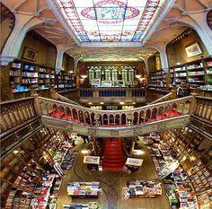 Libreria Lello e Irmao a Porto, Portogallo. Fairy place and great atmosphere!