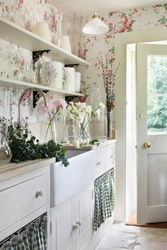 Would be a nice way to style a utility area if one was lucky enough to have one. The floral wallpaper is very shabby chic and the checked fabric would be a good way to hide a washing machine etc. French Country Rug, French Country Kitchens, French Country Decorating, Country House Design, Country Style Homes, English Decor, Transitional Decor, Transitional Kitchen, Shabby Chic Kitchen