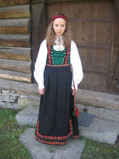 Traditional Norwegian folk costumes - from Tinn Norwegian People, Costumes Around The World, Bridal Crown, Looking For Someone, Folk Costume, Traditional Dresses, Norway, Embroidery, Clothes
