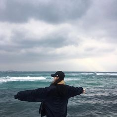 this photo reminds me of Goblin for some reason Beach Aesthetic, Korean Aesthetic, Aesthetic Photo, Girl Photography Poses, Foto Pose, Beach Pictures, Ulzzang Girl, Summer Vibes, Ocean