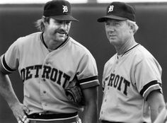 Kirk Gibson and Al Kaline, Detroit Tigers coach and former player, during practice, May 1987 Detroit Sports, Detroit Tigers Baseball, Detroit News, Nfl Sports, Pittsburgh Steelers, Dallas Cowboys, Baseball Helmet, Baseball Players, Baseball Coaches