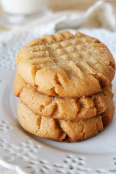 Soft and chewy Peanut Butter Cookies that melt in your mouth with every single bite! It's the best Peanut Butter cookie recipe, easy to make, and takes less than 15 minutes to prepare! cookies The Easiest Soft and Chewy Peanut Butter Cookies Homemade Peanut Butter Cookies, Classic Peanut Butter Cookies, Peanut Butter Oatmeal, Flourless Peanut Butter Cookies, Peanut Butter Snacks, Apple Butter, Cake Mix Cookie Recipes, Best Cookie Recipes, Dessert Recipes
