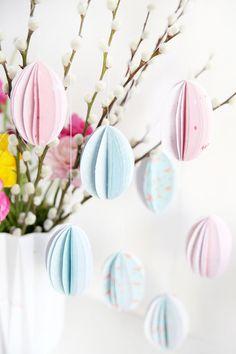 Kreative DIY-Idee zum Selbermachen: Hängende Ostereier aus Papier selbstgemacht
