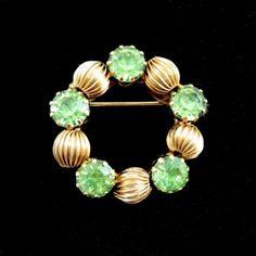 Light-GREEN-RHINESTONE-Round-BROOCH-Vintage-Lapel-PIN-Circular-Goldtone-1