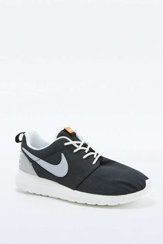 new product 87422 624f5 Nike Roshe Run Retro Black and White Trainers