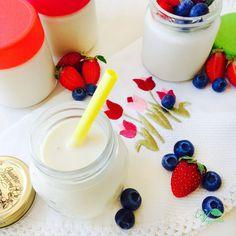 Iogurte de Soja Caseiro – Veggitable Vegan Recipes, Vegan Food, Glass Of Milk, Panna Cotta, Breakfast, Ethnic Recipes, Homemade Yogurt, Silk Soy Milk, Sweet Recipes
