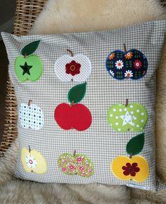 An Apple a Day... Anleitung für Kissen inkl. Applikationsvorlagen auf http://www.almfee.de/shop/quilten/kuschelkissen-an-apple-a-day/