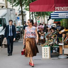 A stroll in Paris with a gold pleated skirt | 40plusstyle.com