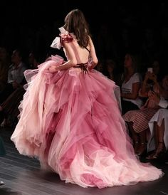 New wedding gown pink haute couture ideas Ball Dresses, Ball Gowns, Couture Fashion, Runway Fashion, Work Fashion, Luxury Fashion, Fashion Tips, Ombre Gown, Valentines Day Dresses