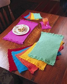What better than a crochet placemat to dress up your table? They are so perfect … What better than a crochet placemat to dress up your table? They are so perfect and so convenient. Get the 10 free patterns here. Crochet Gratis, Free Crochet, Knit Crochet, Crochet Fringe, Crochet Geek, Crochet Placemat Patterns, Crochet Dishcloths, Knitting Patterns, Crochet Home Decor