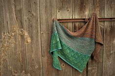 Laurelie by Lisa Hannes, knitted by Lennja | malabrigo Arroyo in Fresco y Seco, Piedras and Reflecting Pool