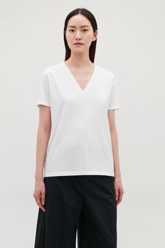 41d5ba31aa Model side image of Cos wide v-neck t-shirt in white