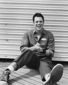Johnny Knoxville: The only man to look cool in highwaters and white socks.