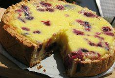 Reteta culinara Tarta cu smantana si fructe de padure din categoria Prajituri. Cum sa faci Tarta cu smantana si fructe de padure
