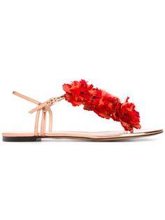 sandalias planas con detalle floral