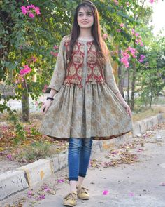 Girls Dresses Sewing, Stylish Dresses For Girls, Unique Dresses, Simple Dresses, Short Dresses, Simple Pakistani Dresses, Pakistani Fashion Casual, Pakistani Dress Design, Pakistani Clothing