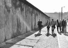Samstag, 01.11., 14:00 Uhr – Mitte, Bernauer Straße: An einem sonnigen Herbsttag gedenken die Berliner und Berlin-Besucher 25 Jahren Mauerfall. © Nina Hüpen-Bestendonk