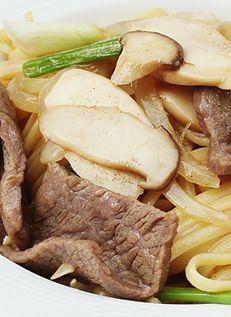 ลินกวินีเนื้อผัดน้ำมันหอย Linguine with Beef in Oyster Sauce