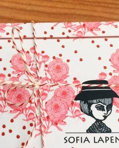 ¿Cómo recibís uno de nuestros diseños de la línea Home? 👉🏻♥️ una belleza con la compañía de siempre 😻 Mérito también de las chicas de @somosgalaxias y su workshop bomba! 🙌🏻 👯♀️ . . . Los almohadones de satén y pana ya están disponibles en la tienda online nuevamente en stock! Además a partir de hoy 00hs PROMO en nuestra tienda online ♥️♥️♥️♥️ todo!!!! 😂 . . . . . #sofialapenta #estampasparalupa #animallover #catlover #fashion #fashiondesign #drawing  #surrealism #arte #sketchbook…