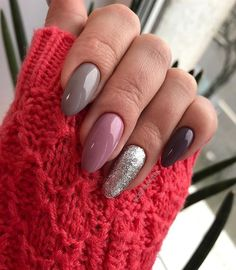 I love the shape of these nails
