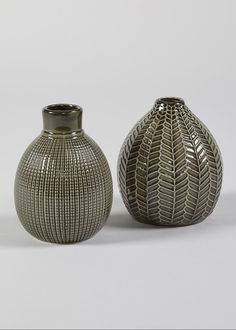 Set of two ceramic vases in bronze. Both feature a different effected designs. Dimensions: 11cm x 9cm and 15cm x 11cm.